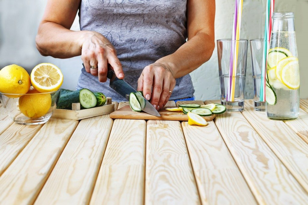 woman chopping up fruits