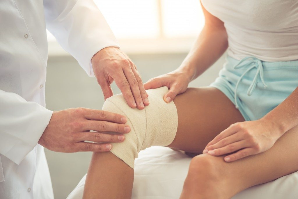 woman with knee injury