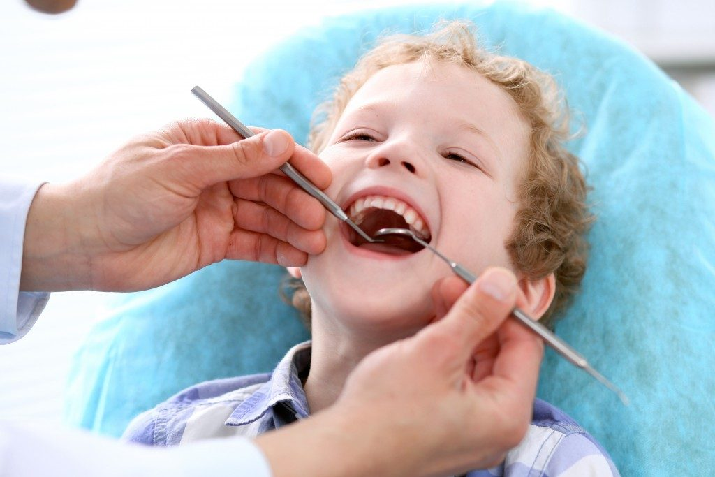 Dentist checking child's teeth